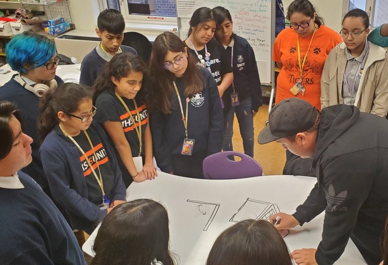 Notre Dame teaching scholar helps Unity students learn the art of sketching