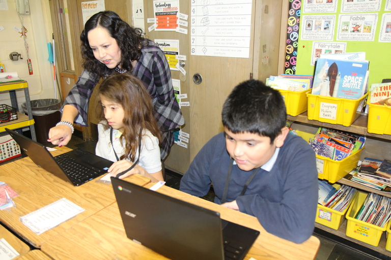 Demonstrating the fun of coding: Roosevelt, Burnham partner with Microsoft to showcase classroom coding