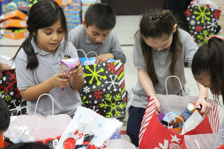 Making spirits bright: Local law enforcement, Walmart brings Christmas cheer to Liberty students